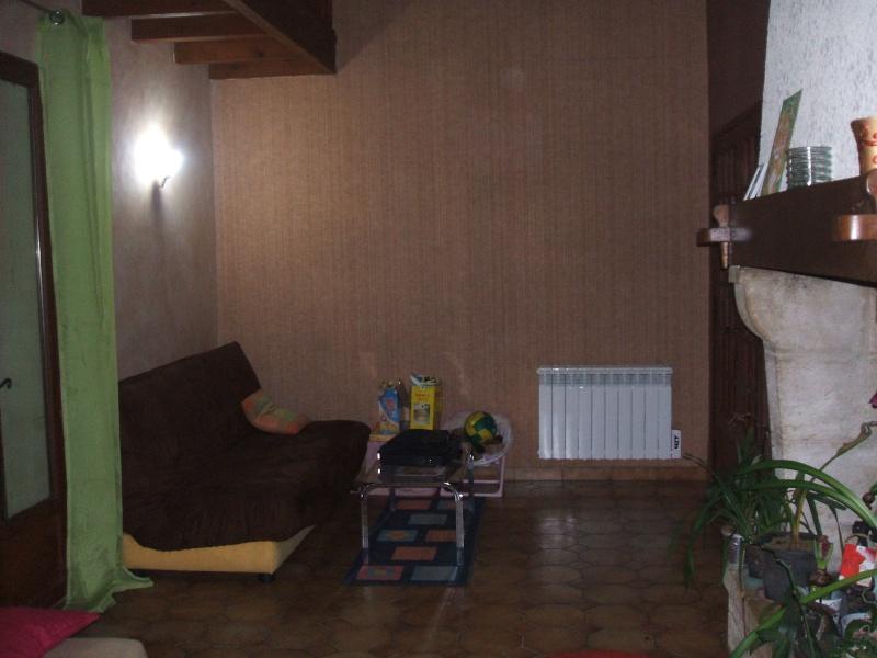 quel papier peint choisir avec des menuiseries (poutre apparentes au plafond et portes) couleur  chêne clair? Salon_10