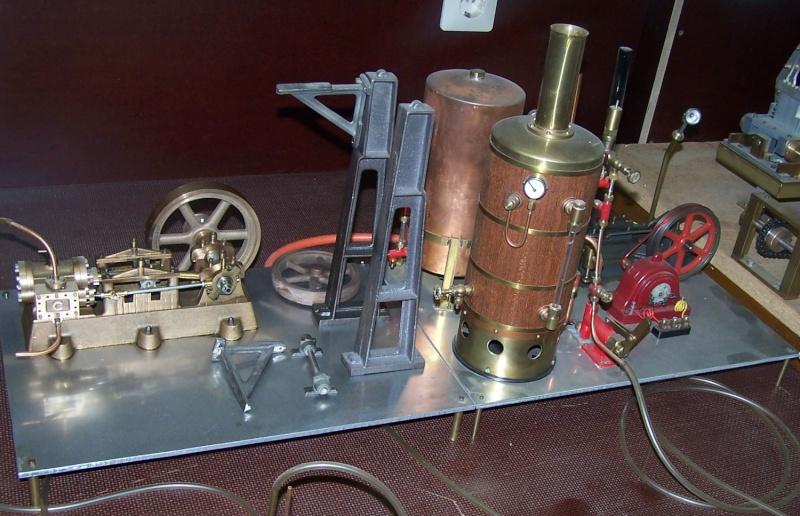 Ein paar Modelldampfmaschinen und Maschinen die mit Dampf angtrieben werden. 100_5310