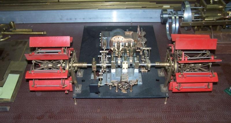 Ein paar Modelldampfmaschinen und Maschinen die mit Dampf angtrieben werden. 100_5311