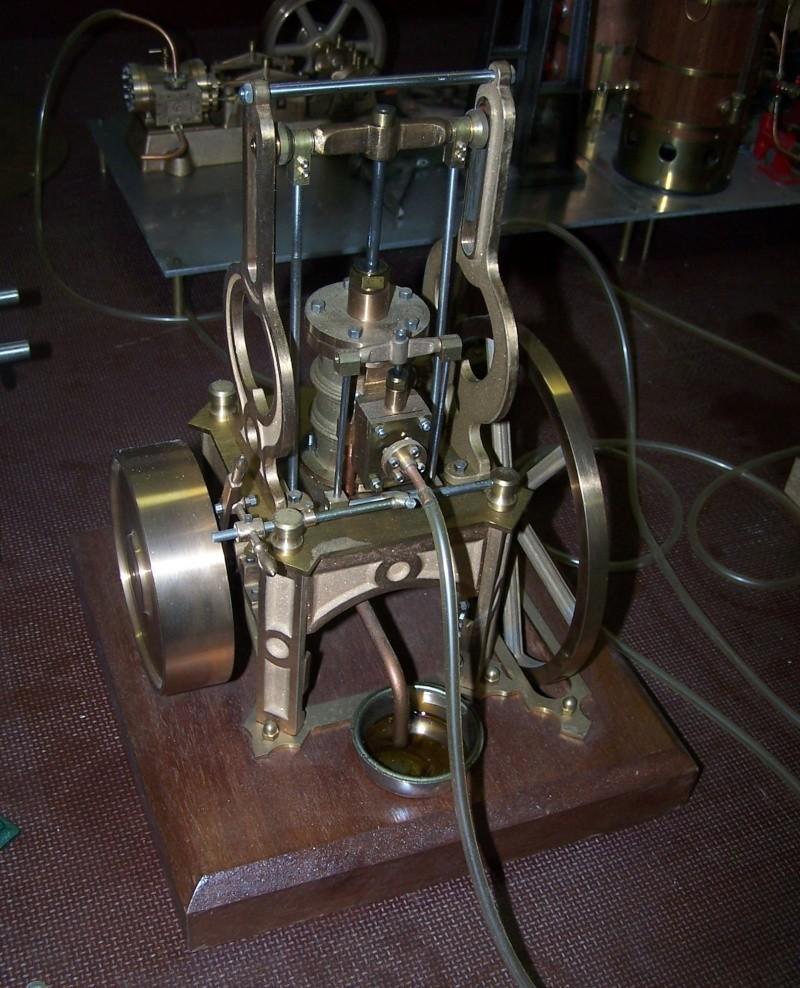 Ein paar Modelldampfmaschinen und Maschinen die mit Dampf angtrieben werden. 100_5312