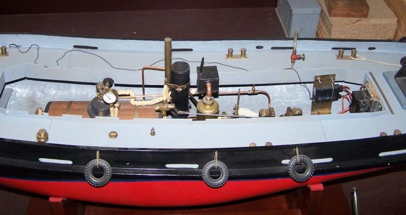 Ein paar Modelldampfmaschinen und Maschinen die mit Dampf angtrieben werden. 100_5314