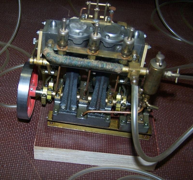 Ein paar Modelldampfmaschinen und Maschinen die mit Dampf angtrieben werden. 100_5316