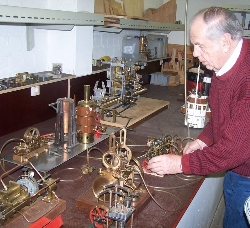 Ein paar Modelldampfmaschinen und Maschinen die mit Dampf angtrieben werden. 100_5317