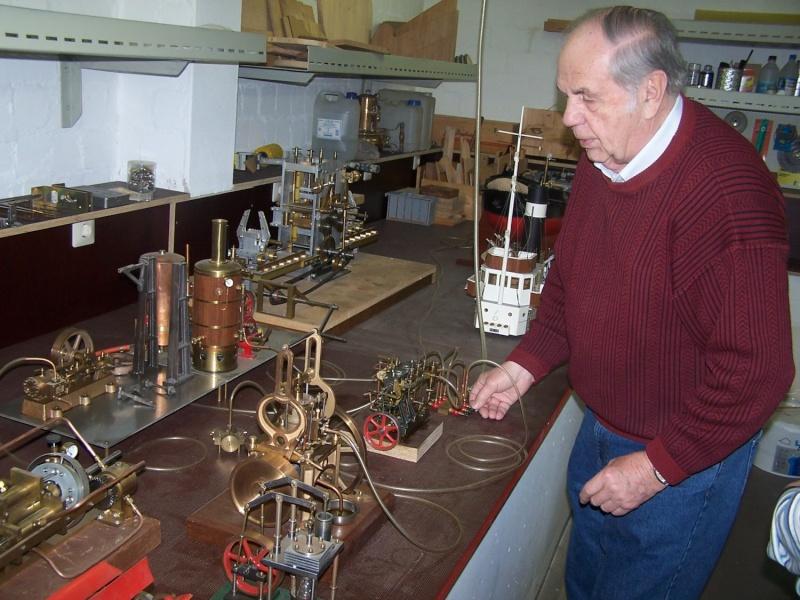Ein paar Modelldampfmaschinen und Maschinen die mit Dampf angtrieben werden. 100_5318