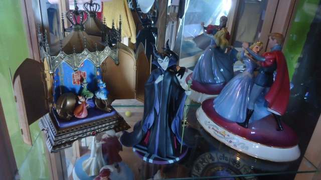 AliceWonderland ma collection :) ma maison :)  Dsc04810