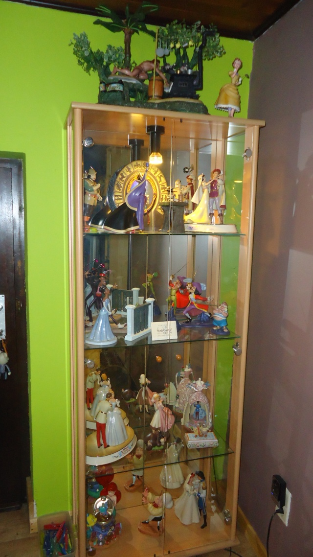 AliceWonderland ma collection :) ma maison :)  Dsc09810