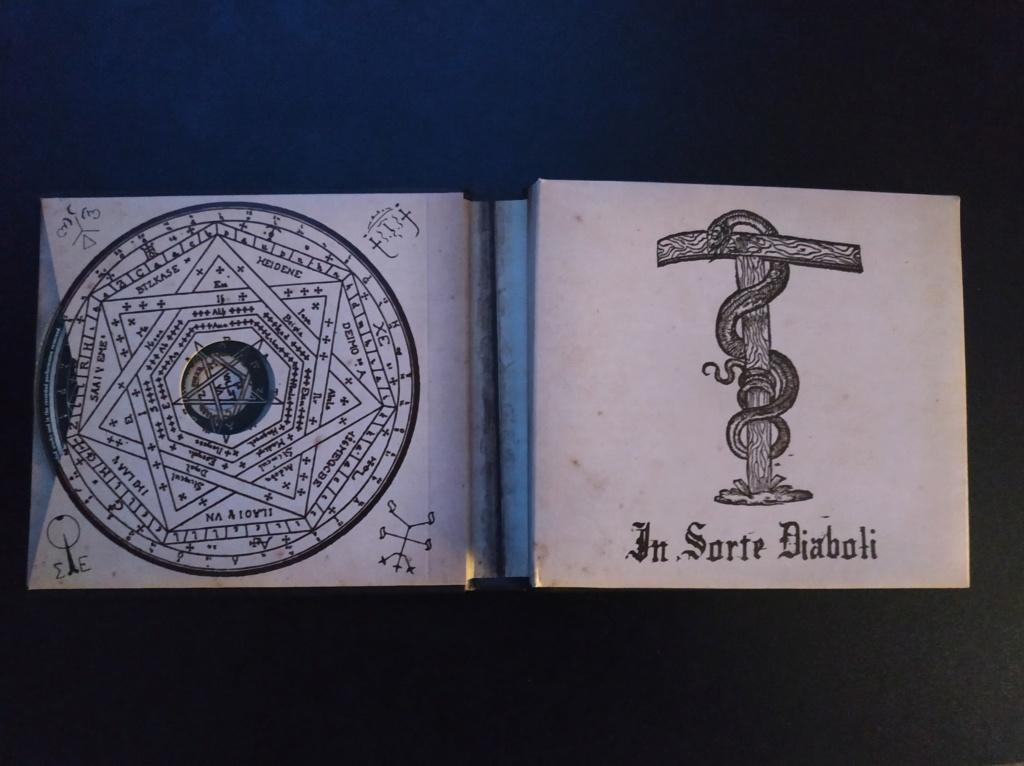 Vous avez des BOX CD ou/et Vinyles Collectors? - Page 2 Dimmu_11