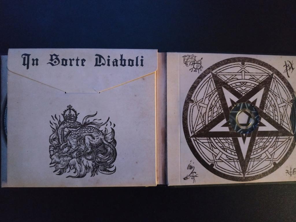 Vous avez des BOX CD ou/et Vinyles Collectors? - Page 2 Dimmu_12