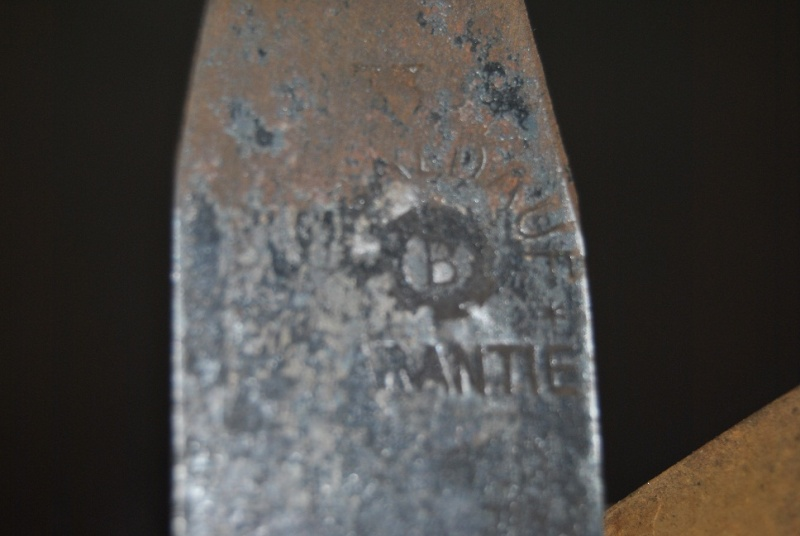 Dans la rubrique des vieux outils - Page 5 Dsc_0024