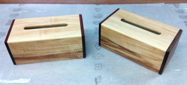 Boîte à mouchoirs en marronnier 0115