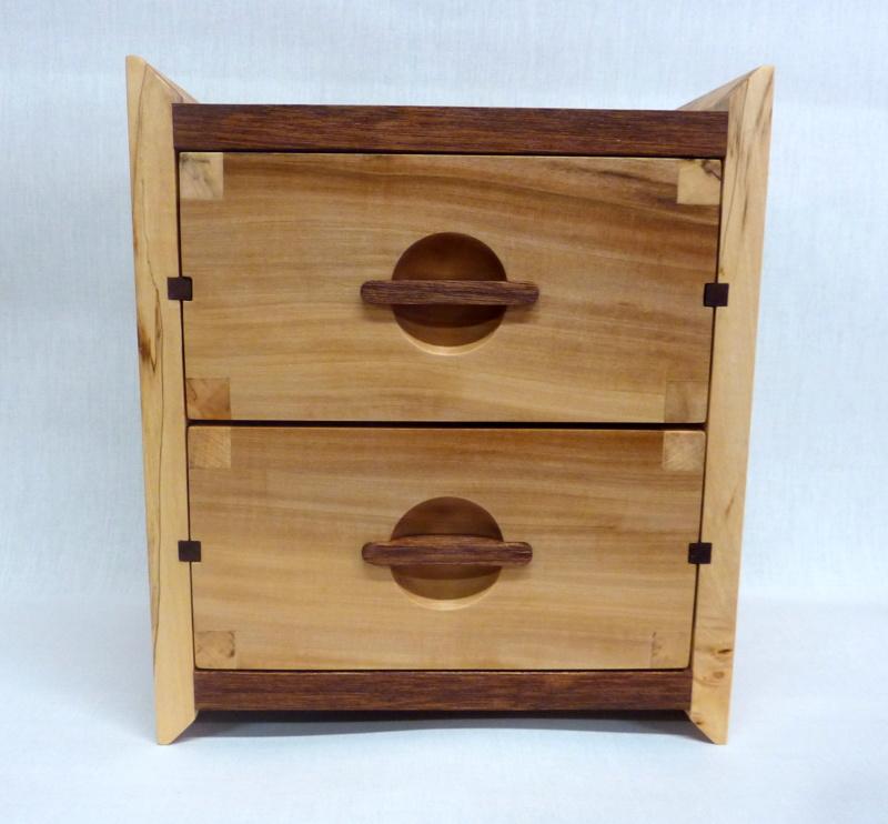 Une boîte à tiroirs en robinier et makoré - Page 2 01bozy10