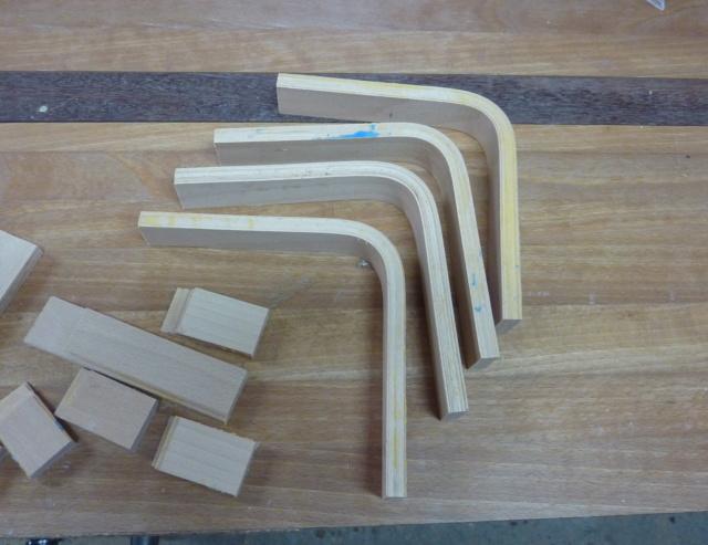 Simple étagère avec équerre en lamellé-collé cintrée - Page 2 01eque10