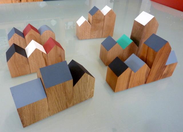Des petites maisons et une horloge 01mais10