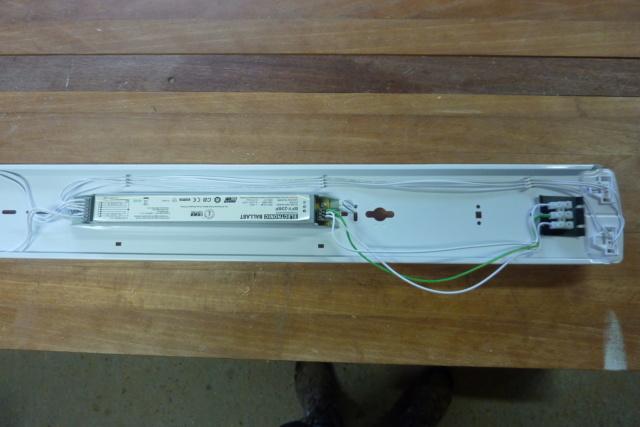 Recablage luminaires double neon pour mettre des tubes led 0216