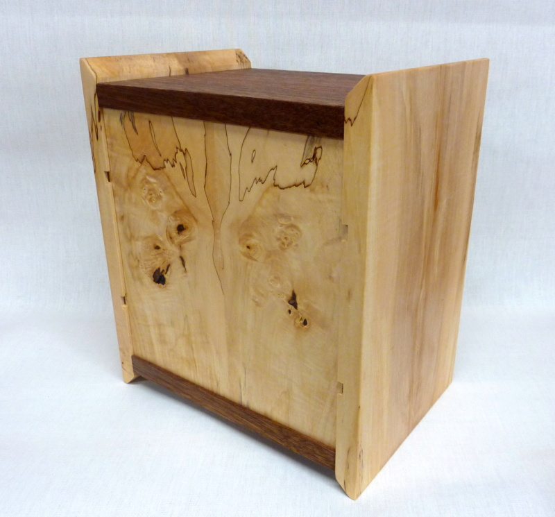 Une boîte à tiroirs en robinier et makoré - Page 2 03bozy10