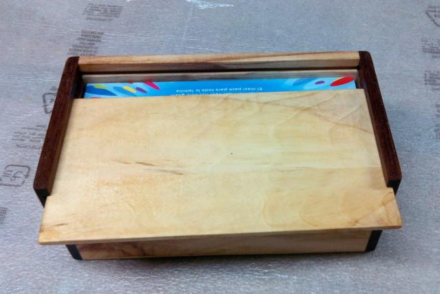 Boîte à mouchoirs en marronnier 0415