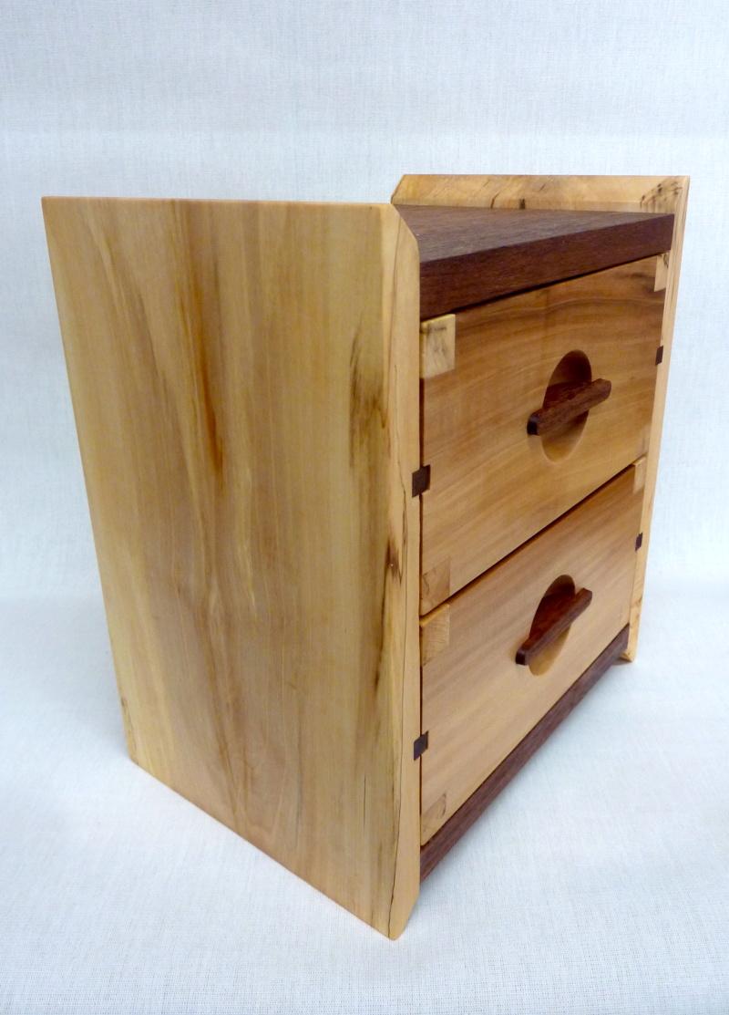 Une boîte à tiroirs en robinier et makoré - Page 2 04bozy10