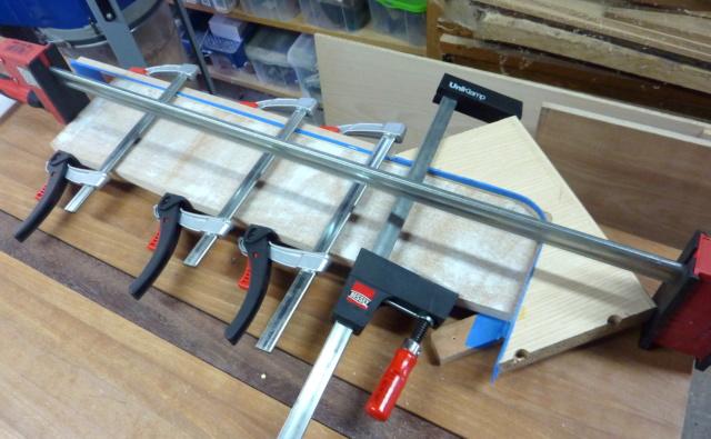 Simple étagère avec équerre en lamellé-collé cintrée - Page 2 0511