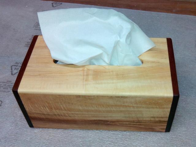 Boîte à mouchoirs en marronnier 0515