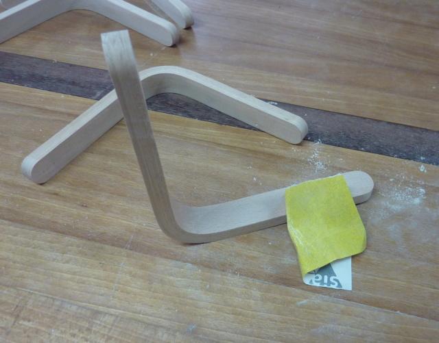 Simple étagère avec équerre en lamellé-collé cintrée - Page 2 08eque10