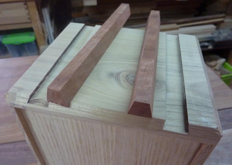 Une boîte à tiroirs en robinier et makoré 08lang10