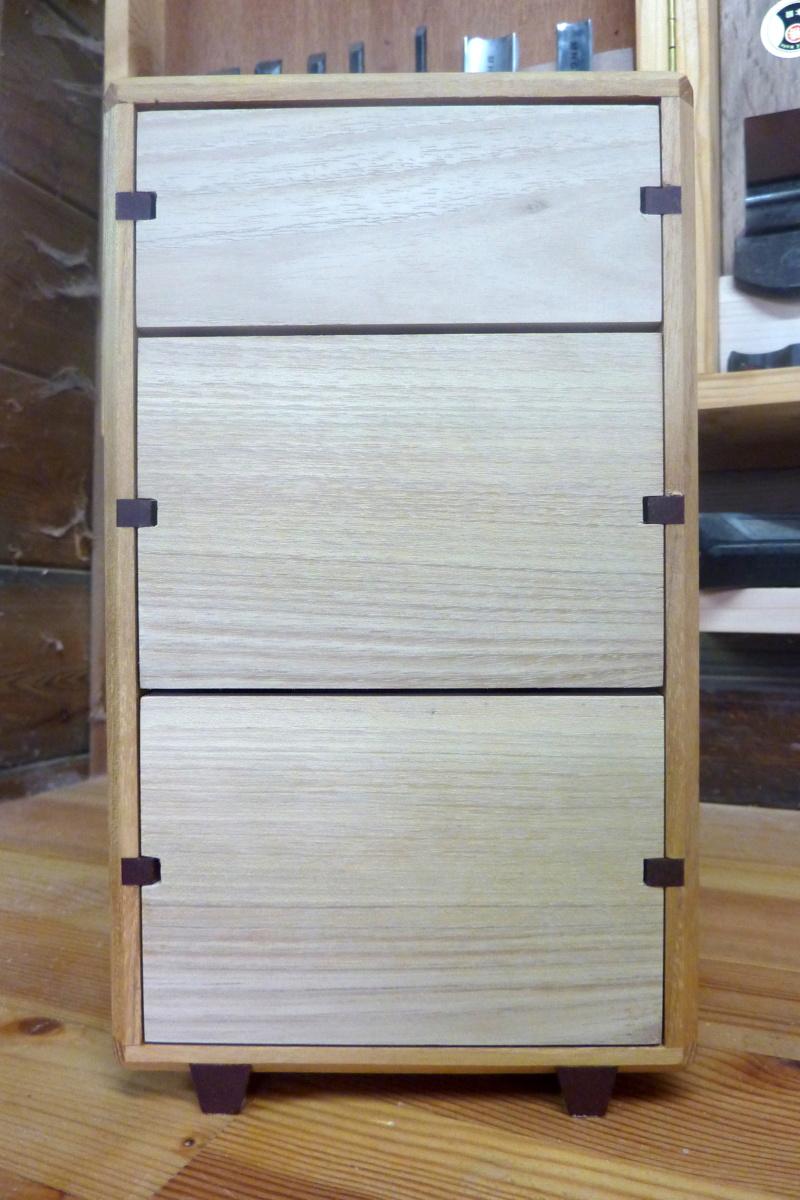 Une boîte à tiroirs en robinier et makoré 11bozy10