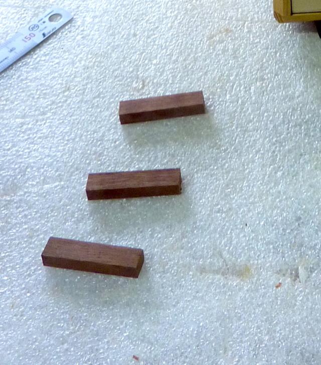 Une boîte à tiroirs en robinier et makoré 12poig11