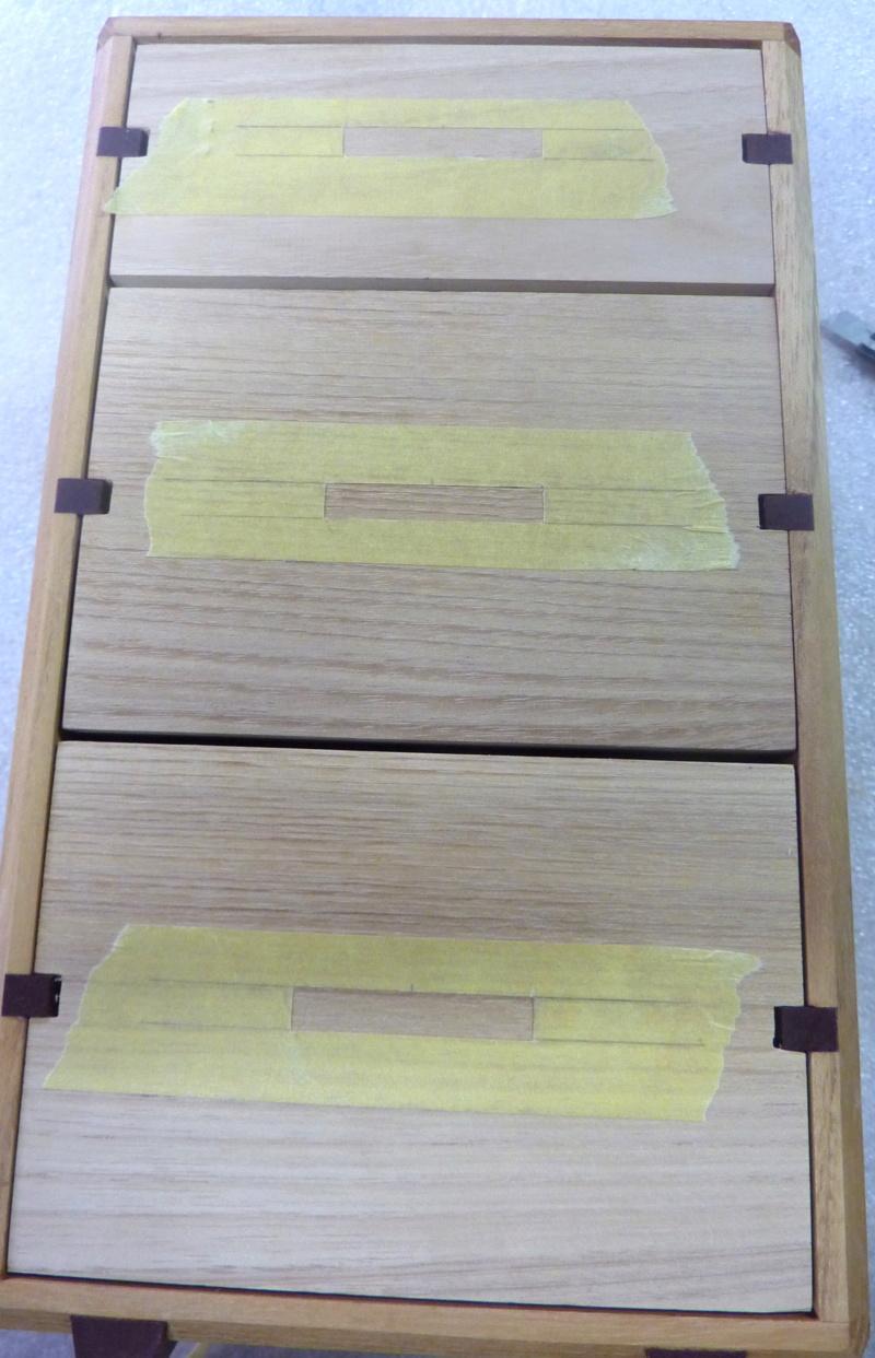 Une boîte à tiroirs en robinier et makoré 13masq10