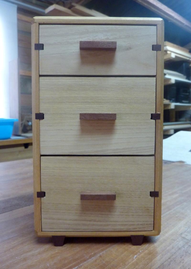 Une boîte à tiroirs en robinier et makoré 15bozy10