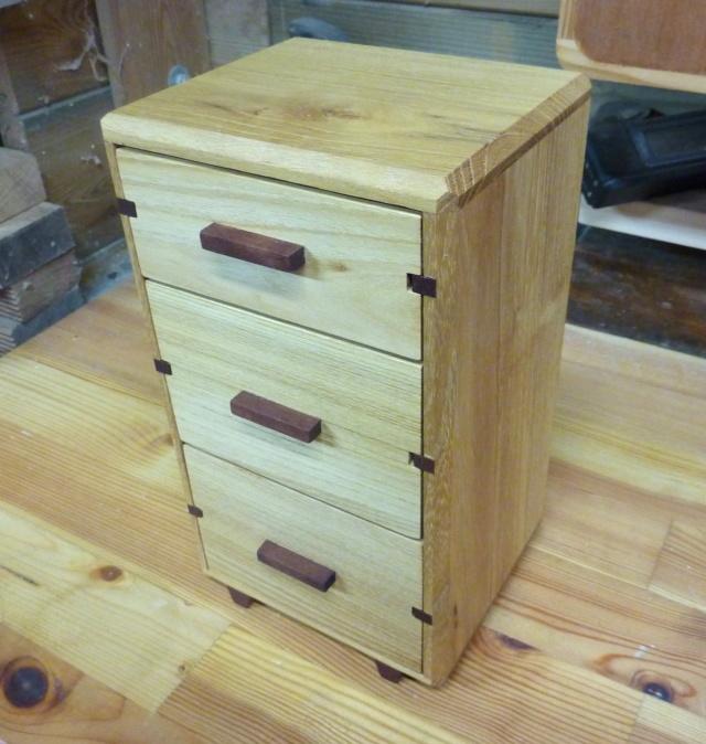Une boîte à tiroirs en robinier et makoré 18bozy10