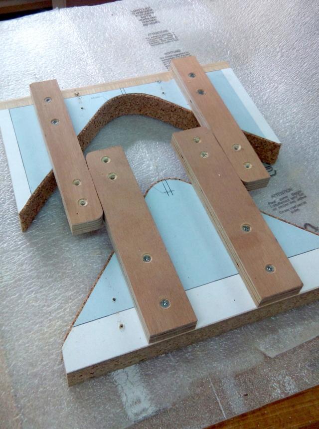 Simple étagère avec équerre en lamellé-collé cintrée 1gabar10