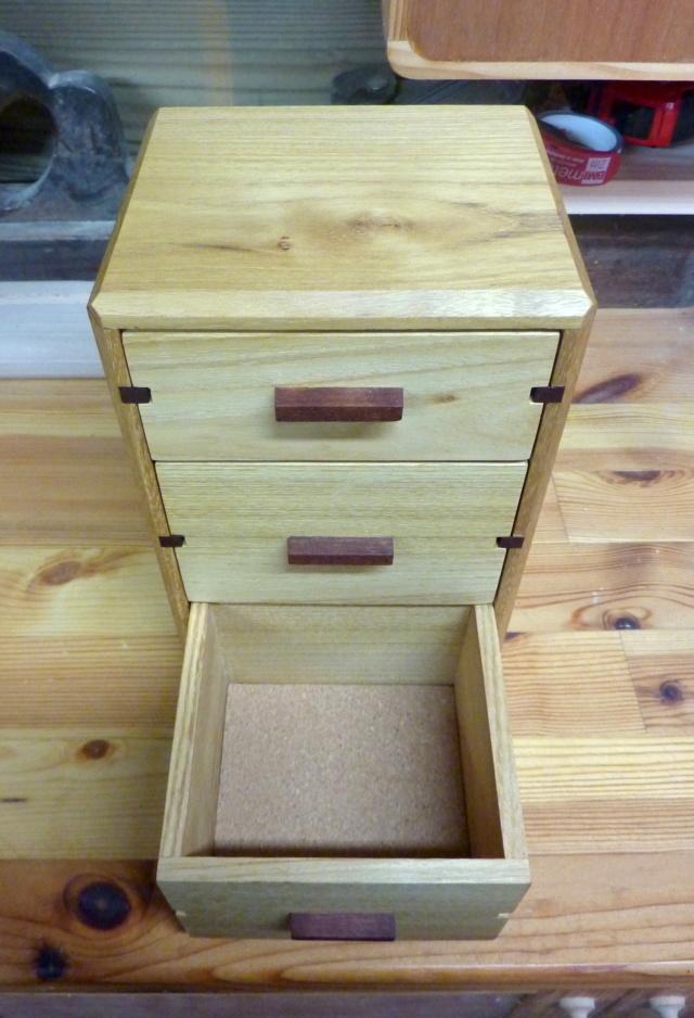 Une boîte à tiroirs en robinier et makoré 20bozy10