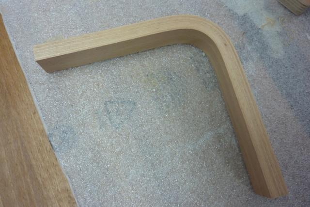 Simple étagère avec équerre en lamellé-collé cintrée 4zoque10