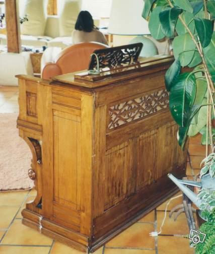 Bois mouluré, sculpté, placage d'exception... L'esthétisme de l'harmonium Weaver11