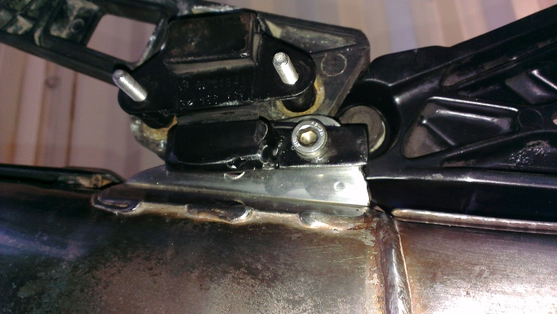 [solved]Exhaust mount problem Solved Imag0118