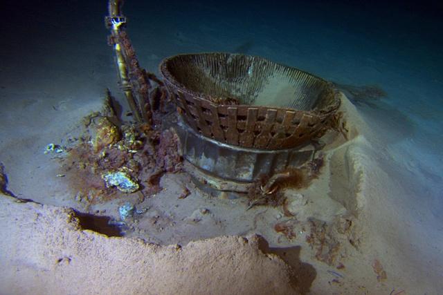 Les moteurs F-1 d'Apollo 11 ont été repêchés Bezos_11