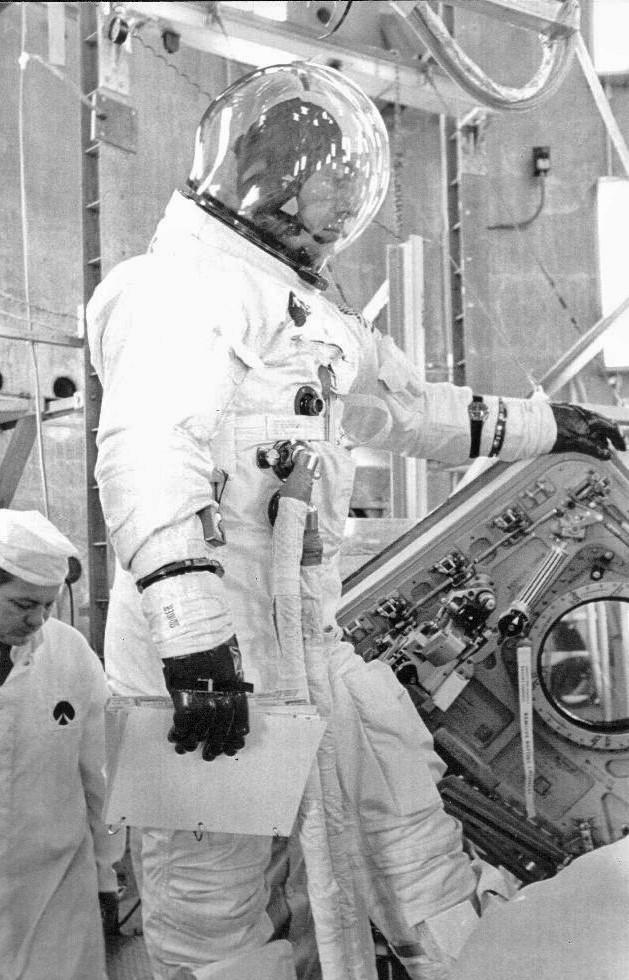 Apollo 13 - La mission - Rares Documents, Photos, et autres ... Hbf22310