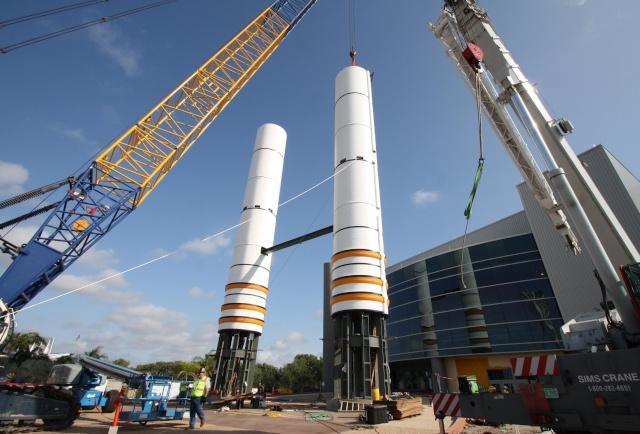 Les navettes spatiales Atlantis et Endeavour au musée Srbsta10