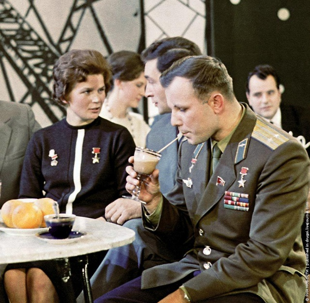 Youri Gagarine et Valentina Terechkova Terech10