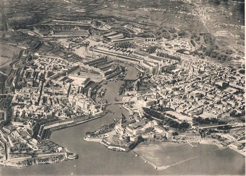 [Les ports militaires de métropole] Port de BREST - Page 2 Brest_11