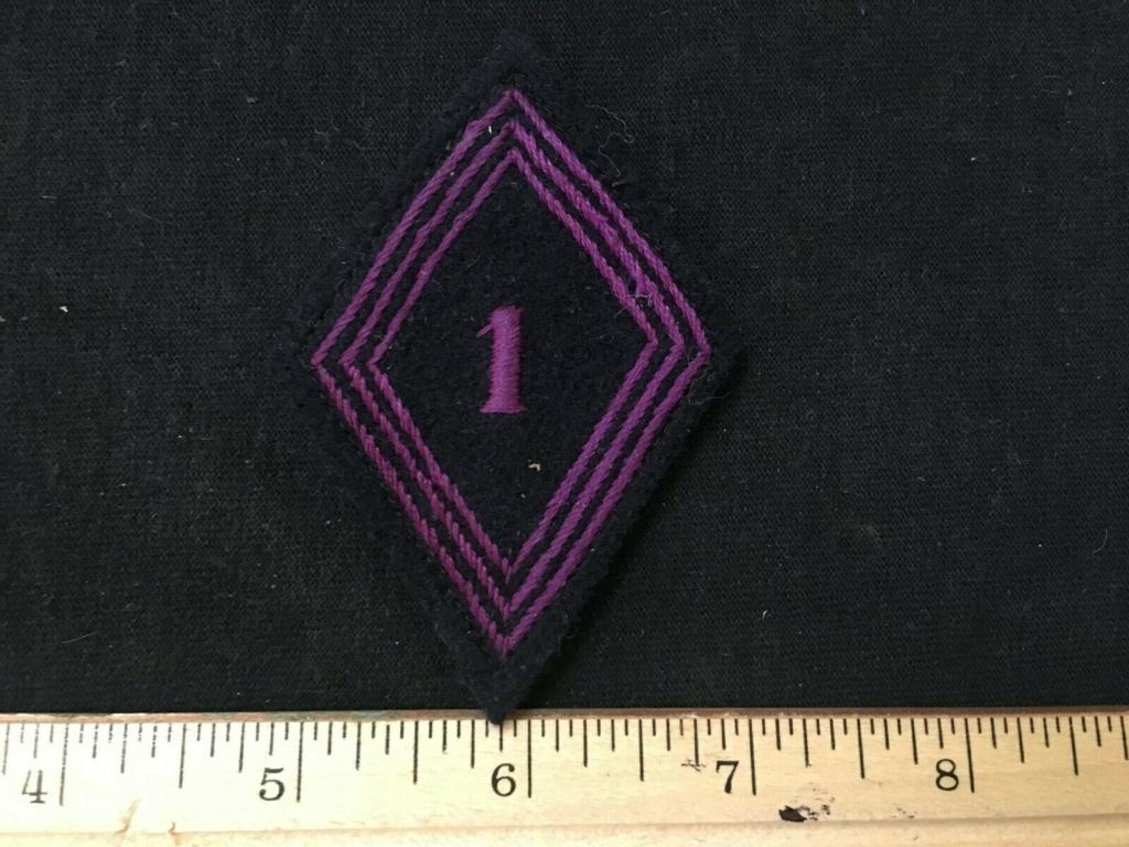 Insigne modèle 45 et insigne gendarmerie 423