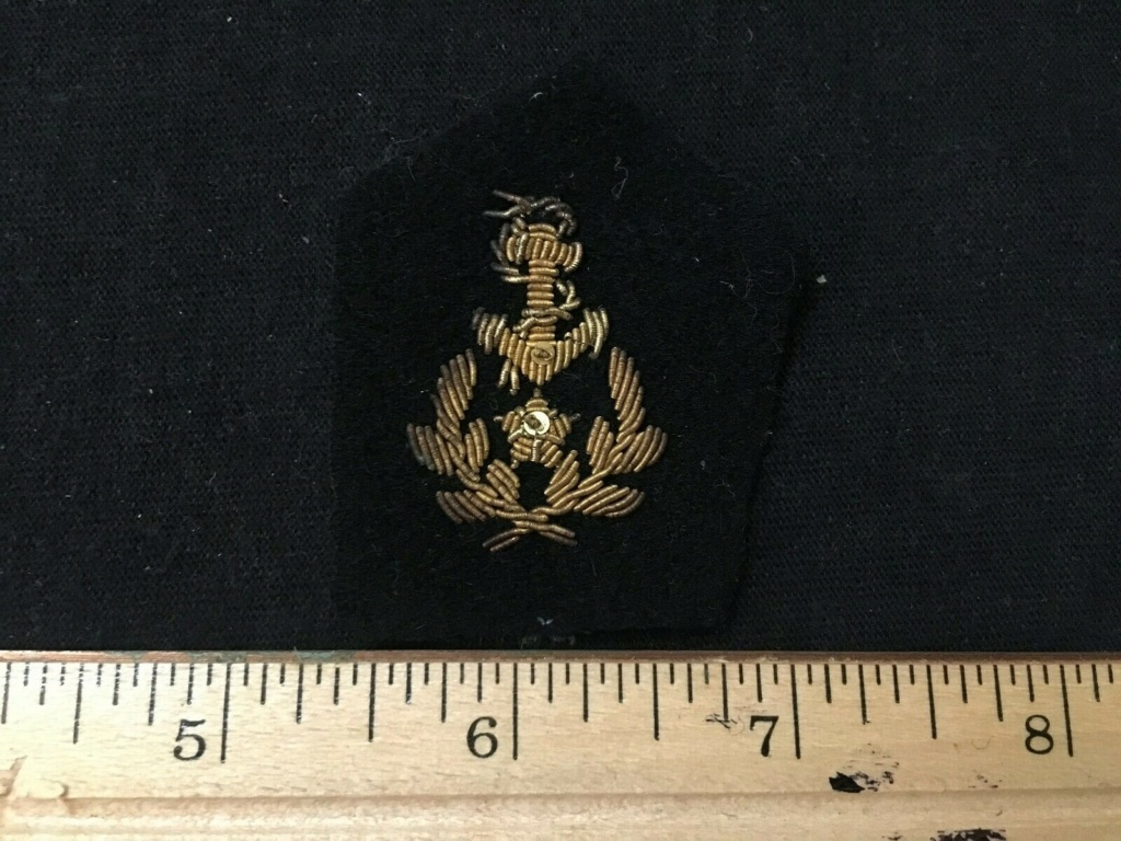 Insigne modèle 45 et insigne gendarmerie 520