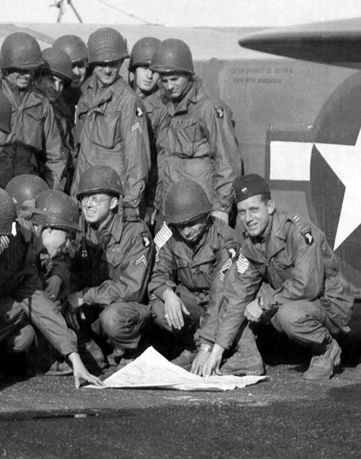 Besoin d'un avis pour trancher sur les insignes US Adolph10