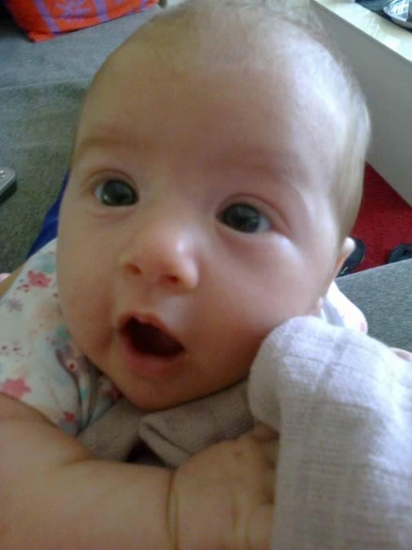 de retour avec bébé espoir née le 14 juillet 2013 à 36 semaines ma vie retrouve le soleil cacher par les larmes mon étoiles de vie me souris ( vivre la naissance d'un enfant est notre chance la plus accessible de saisir le sens du mot Miracle) 10030711
