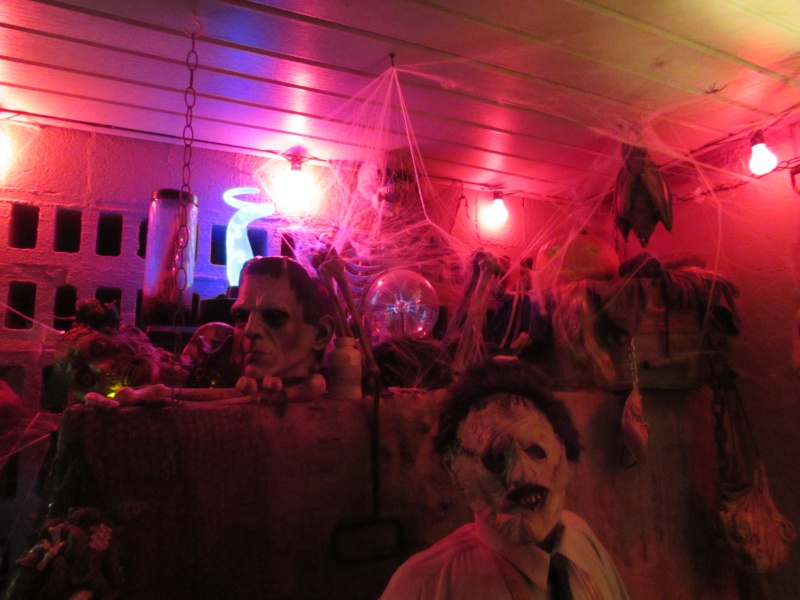 HALLOWEEN - The Chickenshack House of Horror - Page 5 75510
