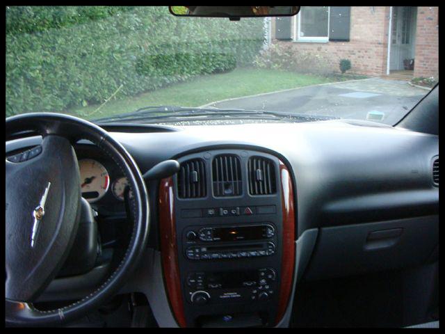 Présentation de mes 2 Chrysler Voyager . - Page 2 Voyage22