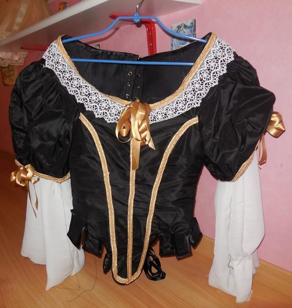[Histo] Robe 1660 noire et or Dscn3110