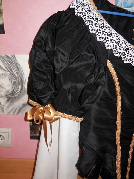 [Histo] Robe 1660 noire et or Dscn3111