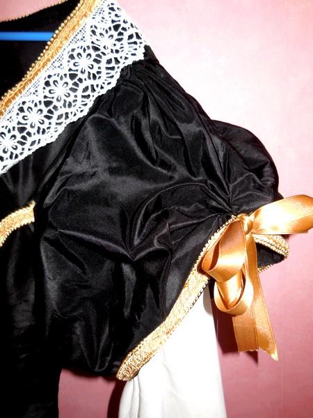[Histo] Robe 1660 noire et or Dscn3112