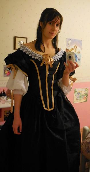 [Histo] Robe 1660 noire et or Dscn3113